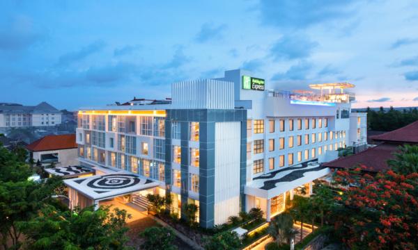 Holiday Inn Express Baruna Bali Exterior